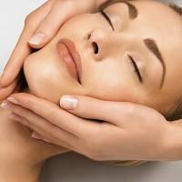 Il massaggio terapeutico al viso per donna e uomo